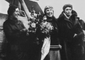 Mildred Mary Petre (centre), with Amy Johnson (left) in 1931; photograph from Wikipedia