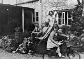 Len Elms and family, Seven Stars, Winsley